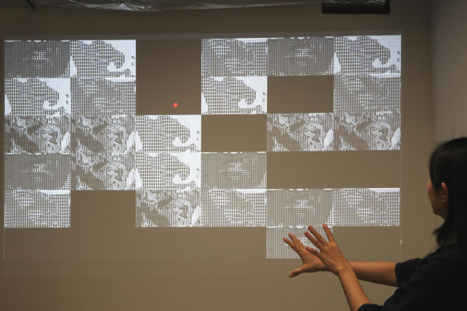 Interactive Installation: Metaphysics of The Machines