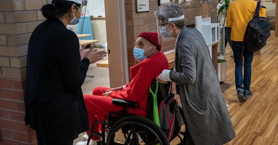 COVID-19 hospitalizations tumble among US senior citizens