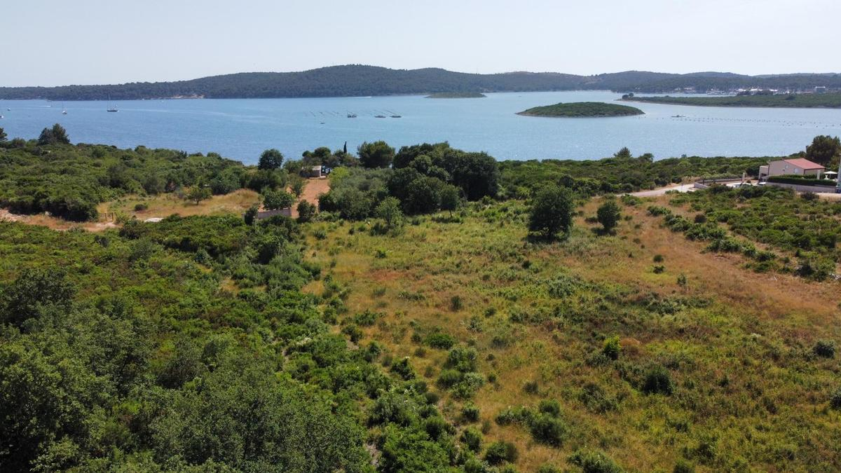 Medulin ( Istra ) Građevinsko Zemljište s pogledom na more, u blizini mora