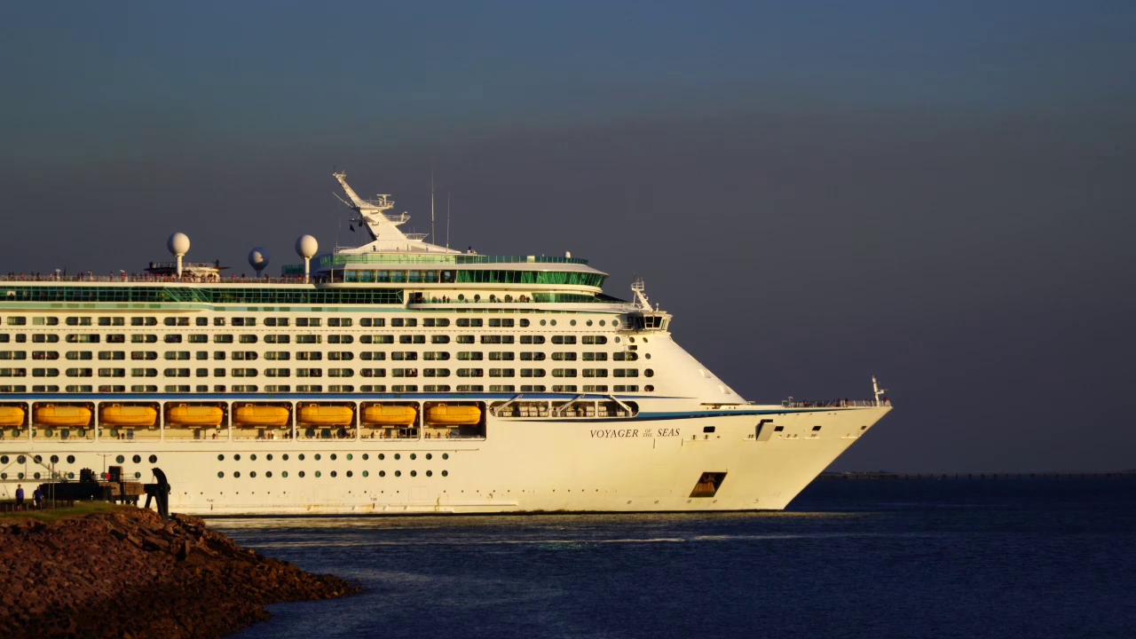 Voyager of the Seas IMO 9161716 DWN-SG